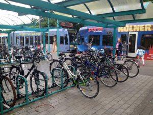 Tren istasyonu yanında bisiklet park yeri
